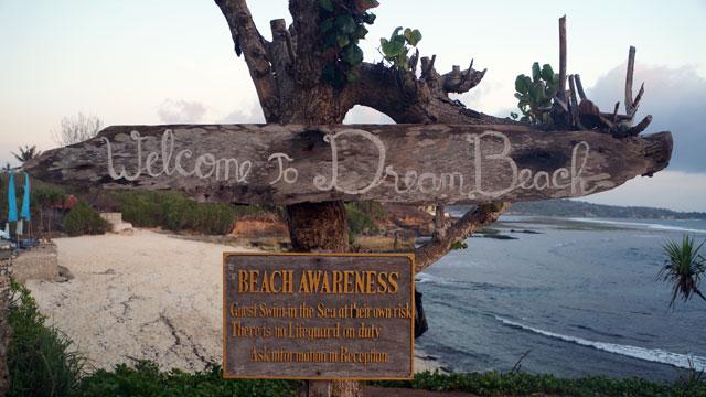 Cafe Pandan ini lokasinya berada dekat sekali dengan Dream Beach :)