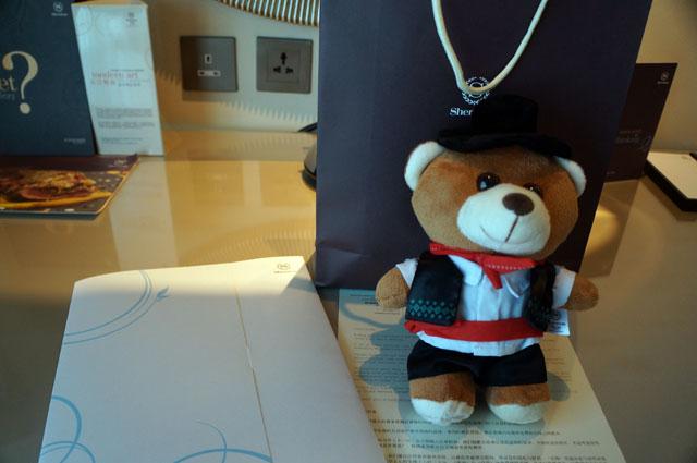 Dapet komplimen boneka lucu ini dari Sheraton Macau Hotel, Cotai Central.