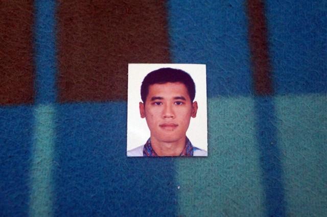 Foto visa yang saya gunakan dengan latar belakang putih.