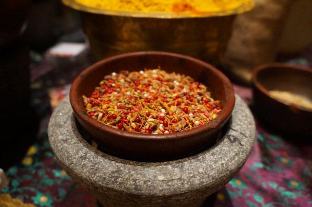 Ini yang rasanya paling unik diantara masakan India lain di Signatures Restaurant Jakarta. Biji - bijian ini ketika dimakan rasanya seperti memakan bunga yang wangi. Tapi sayang saya tidak tahu ini apa namanya. Ada yang tahu kah?