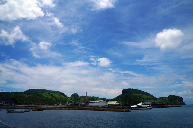 Pelabuhan Benete terlihat dengan jelas dari Pantai Benete :)