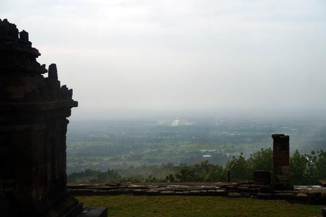 Pemandangan dari Candi Ijo akan lebih bagus lagi kalau cuaca sedang cerah :)