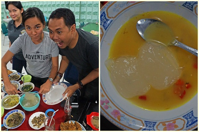 Cara penyajian makanan unik dari sulawesi bernama sinonggi (kiri). Lalu makanan khas Sulawesi ini dimakan dicampur dengan kuah (kanan)
