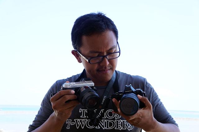Si wira ini mungkin lebih bingung milih kamera dari pada milih  jodoh deh...