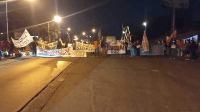 Neuquén sitiada: Cortan los puentes y ruta 7; hay caos de tránsito