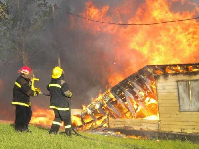 Proyecto de Weretilneck para que bomberos tengan seguro contra accidentes y enfermedades