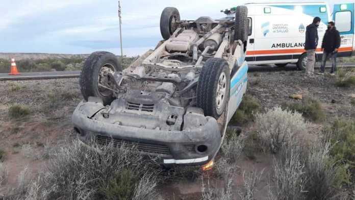 Ruta 151: Volcó para evitar un choque frontal. Dos heridos