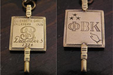 LLave de Membresia de Kappa Beta Phi.