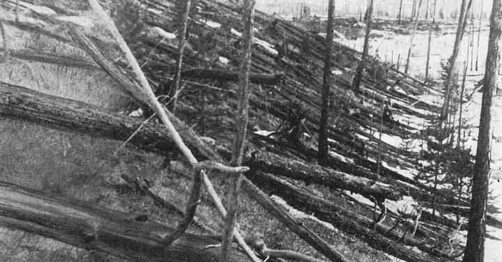 BÓLIDO DE TUNGUSKA (de 50 metros aprox.) -- El 30 de junio de 1908, en los bosques del río Tunguska, en Siberia, a las 8 horas y 17 minutos, hora local, se produjo una violenta explosión. Una inmensa área forestal de aproximadamente 2.200 kilómetros cuadrados fue completamente asolada; en su centro todo quedó destruido, y a su alrededor todos los árboles cayeron en forma radial, apuntando hacia el centro, mientras rebaños enteros de renos quedaron aniquilados.