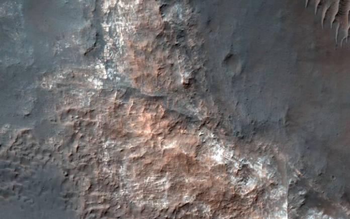 Una de las imágenes obtenidas del llamado planeta rojo donde se encontraría el lago.