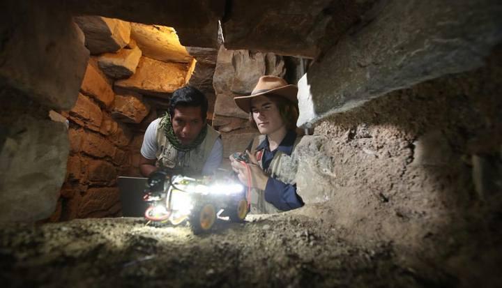 El hallazgo se realizó con ayuda de pequeños robots dotados de microcámaras. (Foto: Juan Ponce/El Comercio).