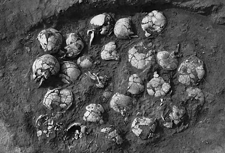 Un pozo de sacrificios humanos lleno de cráneos descubierto en Shimao.