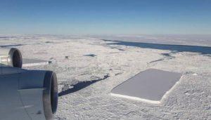 Aparece otro iceberg perfectamente rectangular en la antártida
