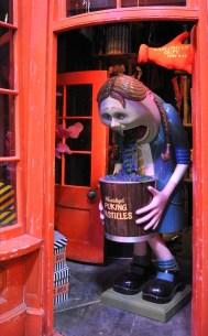 Set details - Weasley's puking pastilles in Diagon alley