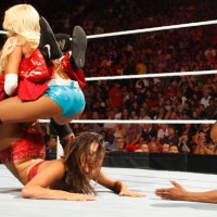 Your Monday Post #62: Nikki Bella vs Kelly Kelly In A Submission Match (June, 27th 2011)