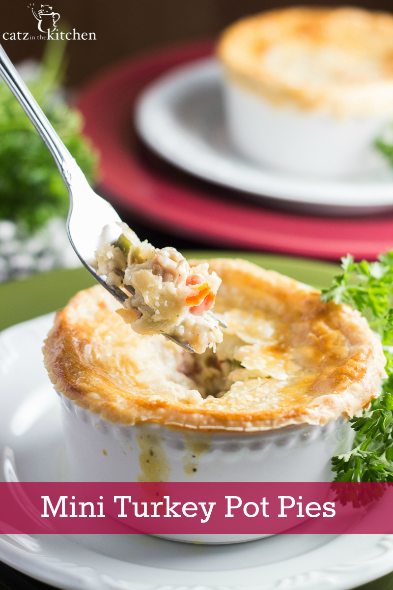 Mini Turkey Pot Pies | Catz in the Kitchen | catzinthekitchen.com | #potpie #leftovers #turkey