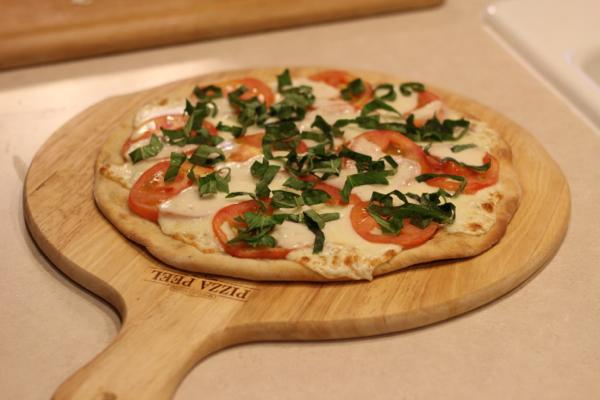 caprese pizza