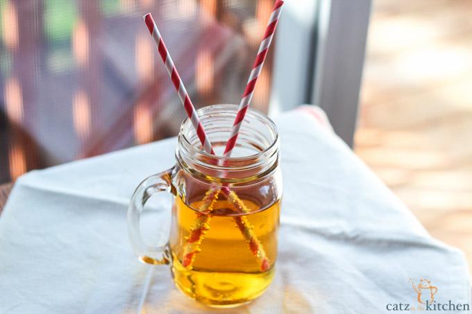 Homemade Sparkling Apple Cider | Catz in the Kitchen | catzinthekitchen.com #cider