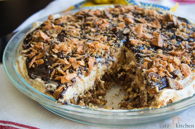 Peanut Butter Butterfinger Pie | Catz in the Kitchen | catzinthekitchen.com #Butterfinger