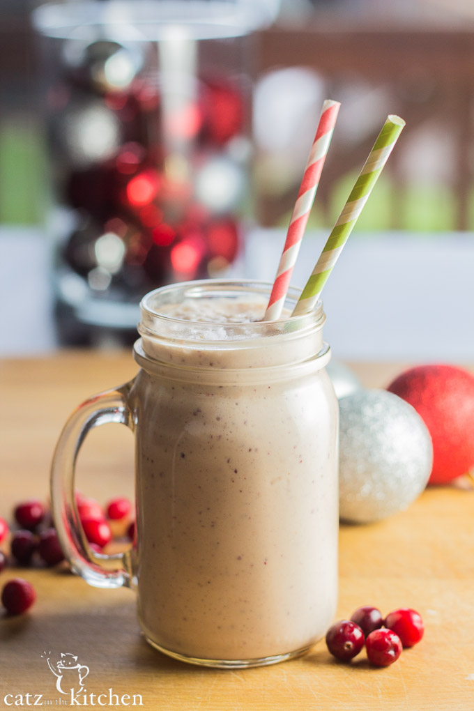 Cranberry Egg Nog Smoothies | Catz in the Kitchen | catzinthekitchen.com | #cranberry #smoothie #eggnog