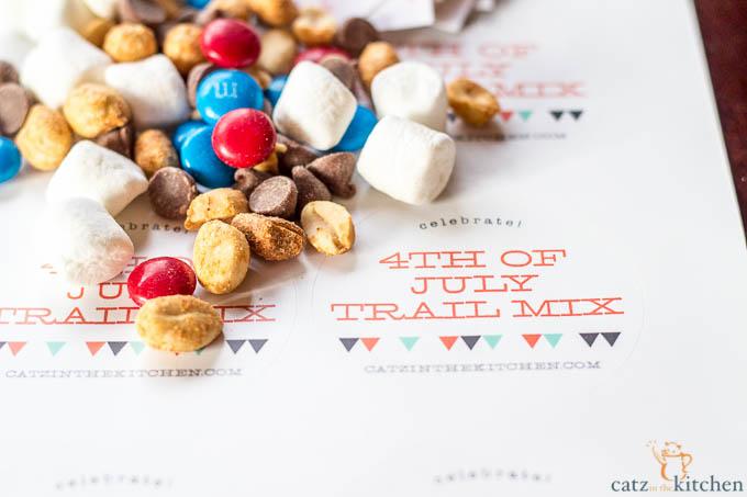 4th of July Trail Mix | Evermine Blog | www.evermine.com #ediblegift #independenceday #recipe