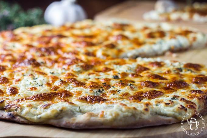 Garlic Three Cheese Pizza | Catz in the Kitchen | catzinthekitchen.com | #recipe #cheese #garlic #pizza