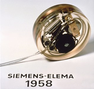 """First pacemaker (Siemens-Elema 1958)"" by Professor Marko Turina, University Hospital, Zurich - Professor Marko Turina, University Hospital, Zurich. Licensed under CC BY 3.0 via Wikimedia Commons - http://commons.wikimedia.org/wiki/File:First_pacemaker_(Siemens-Elema_1958).jpg#mediaviewer/File:First_pacemaker_(Siemens-Elema_1958).jpg"