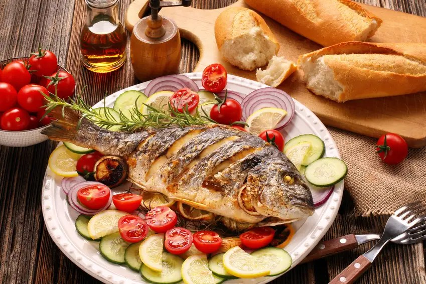 Fisch Dorade Lachs Thunfisch mit Sekt