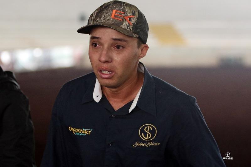 Depois de tornar-se o competidor mais pontuado pela ABQM em junho desse ano, Sidnei Jr, 26 anos, chora de emoção ao bater recorde mundial de Três Tambores