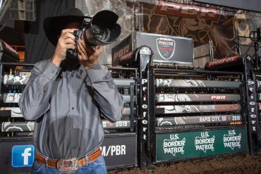Fotógrafo brasileiro comemora 13 de trabalho na PBR Finals