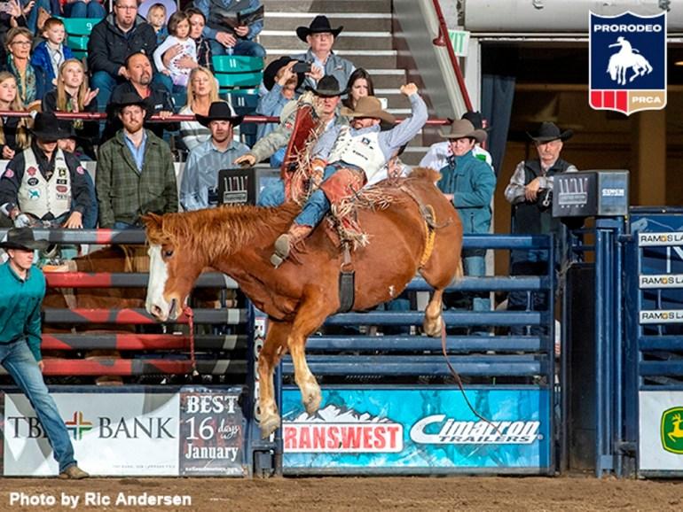 Grande vitória para Mason Clements pela PRCA em Denver
