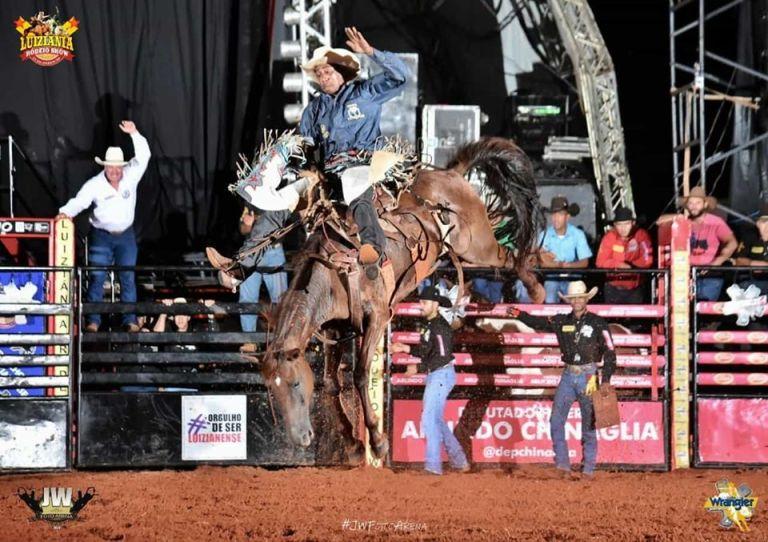 Luiziânia Rodeio Show tem etapa da Ekip Rozeta