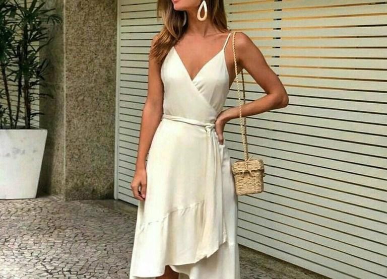 Vestido transpassado é moda e valoriza corpo da mulher Você sabia que em modelagem, 'tudo que transpassa, emagrece?'