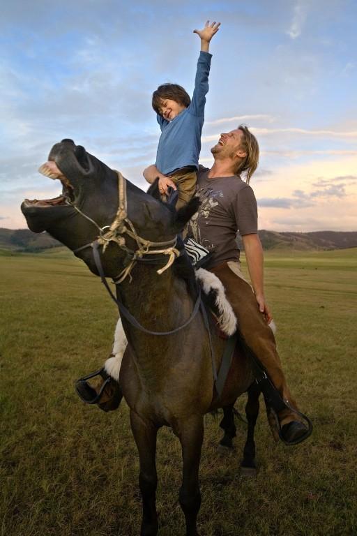 The Horse Boy é o título de um livro autobiográfico e um documentário que mostra como o cavalo pode curar e mudar a vida das pessoas