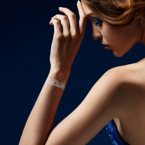 Tatuaggio_Gioiello_Temporaneo_Argento_Braccialetto_17C-001-12SILVER-indossato