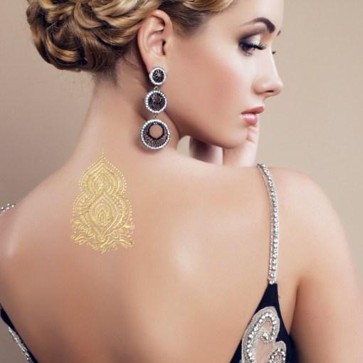 Tatuaggio_Gioiello_Temporaneo_Oro_24Kt_Schiena_17C-001-29GOLD-indossato