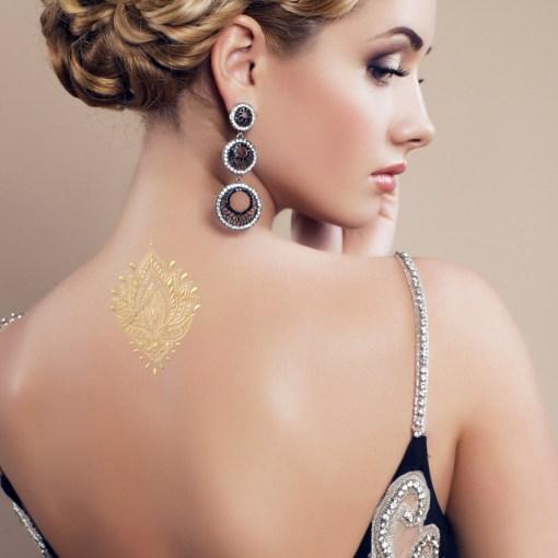 Tatuaggio_Gioiello_Temporaneo_Oro_24Kt_Schiena_17C-001-30GOLD-indossato