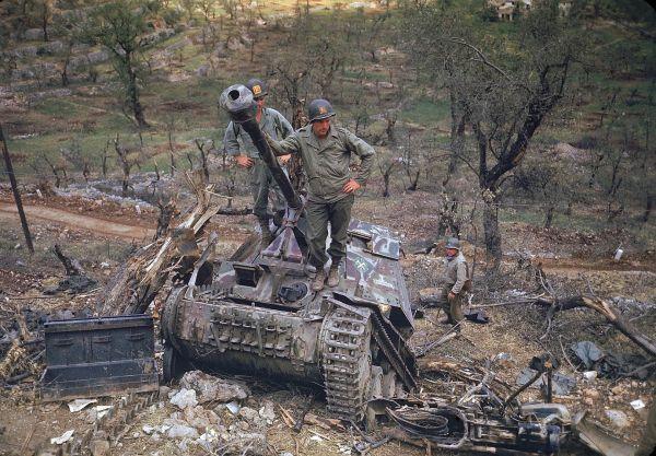 27 Rare Color Photos From World War 2 - Caveman Circus