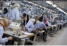 Photo of تازة في زمن الطوارئ.. صاحب شركة للخياطة يرفض التوقف عن العمل ويُجبر مئات العمال على الاستمرار في الشغل