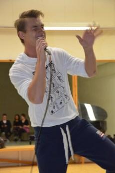 Aleksej Vorobjov (Alex Sparrow) singing