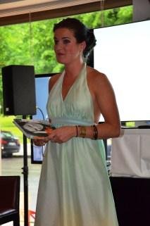 Anna Benson håller tal