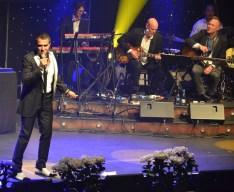 """Rafael Edholm sjunger """"besame mucho"""""""