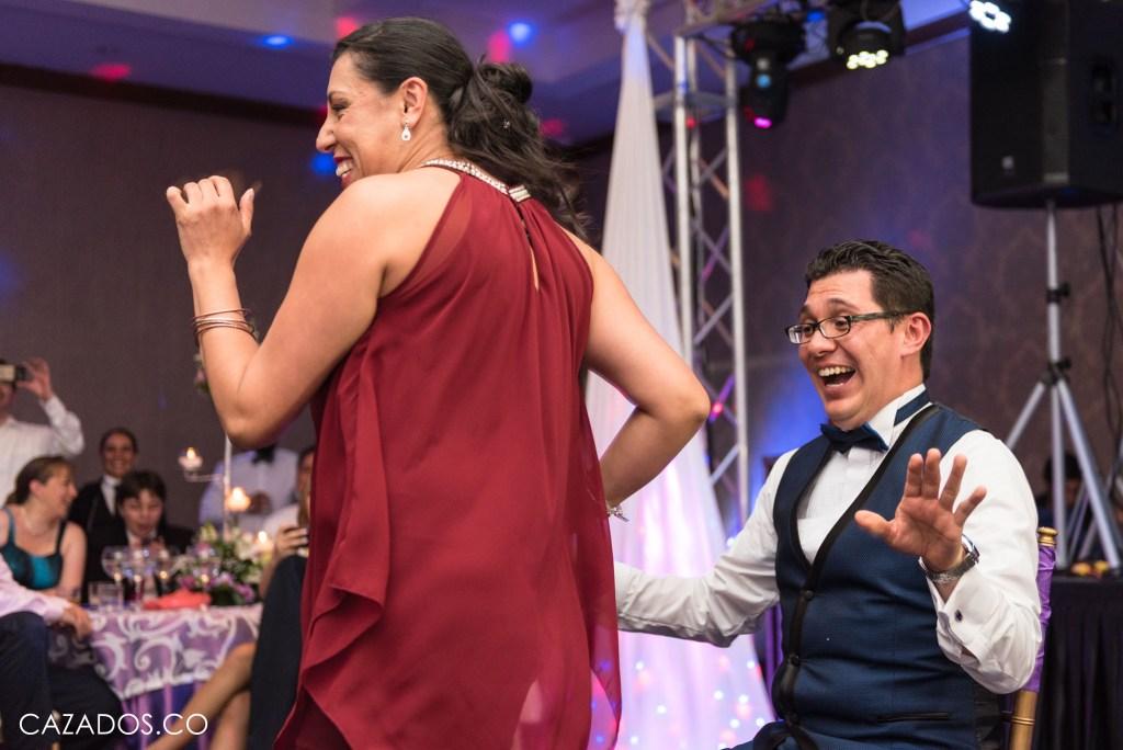 Rifa del Ramo - Baile sensual al novio   Fotografia bodas Bogotá
