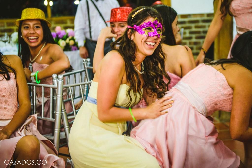 Rifa del Ramo - Baile de las sillas   Fotografia bodas Bogotá