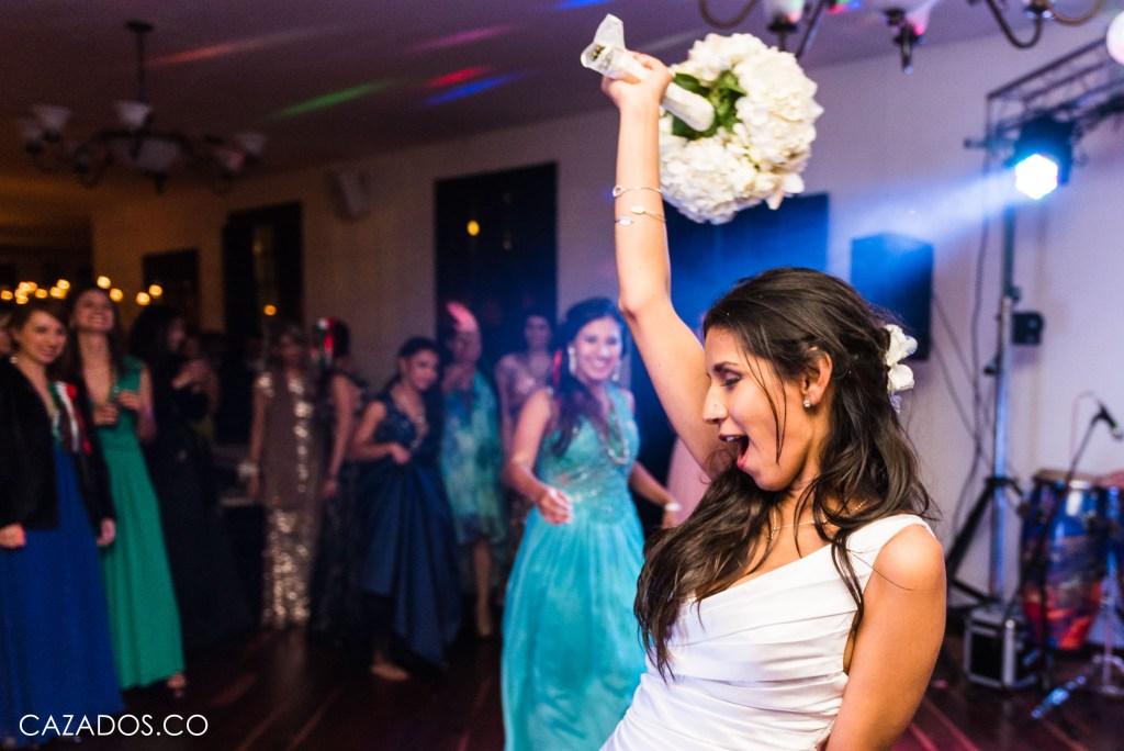 Rifa del Ramo - Lanzar Ramo   Fotografía bodas Bogotá