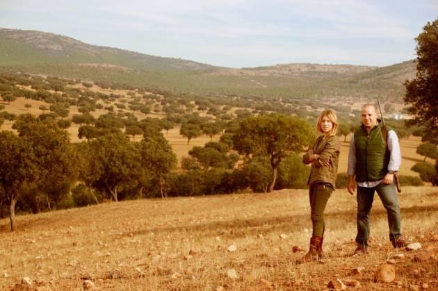 Vicente y María, asesorados por Jesús y la guardería, recorrieron la finca en busca de sus trofeos.