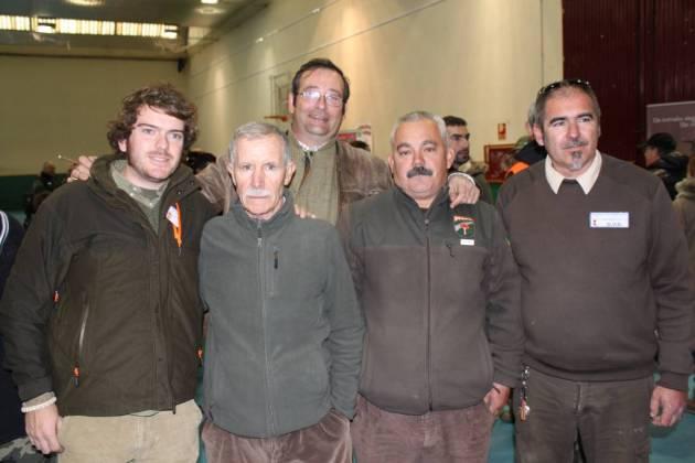 Ismael Tragacete junto a nuestro colaborador Juan Pedro Juárez y miembros de la guardería de Grupo Vigilancia y Gestión.