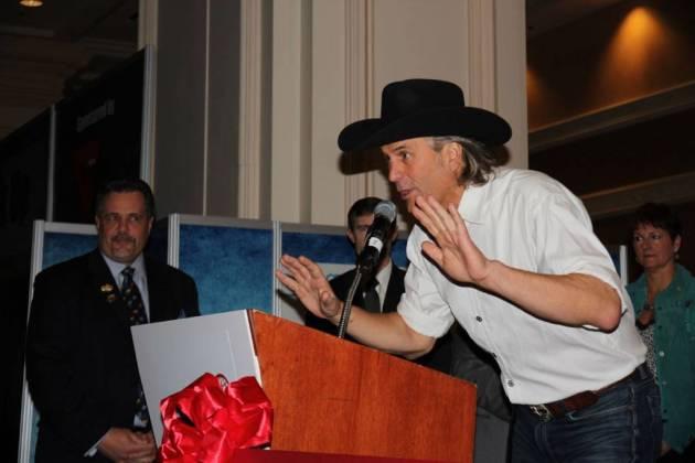 Jim Shockey durante la ceremonia de apertura.
