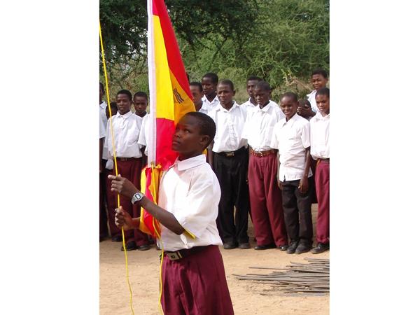 R_estudiante masai y bandera