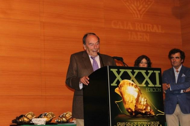 Caracola de oro honorífica: a don Francisco Basarán.